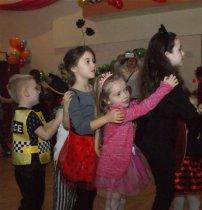 Balonowy bal karnawałowy odbył się wDomu Kultury wChmielniku