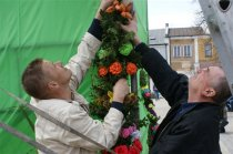 Kiermasz wielkanocny ikonkurs na najpiękniejszą inajdłuższą palmę na chmielnickim Rynku